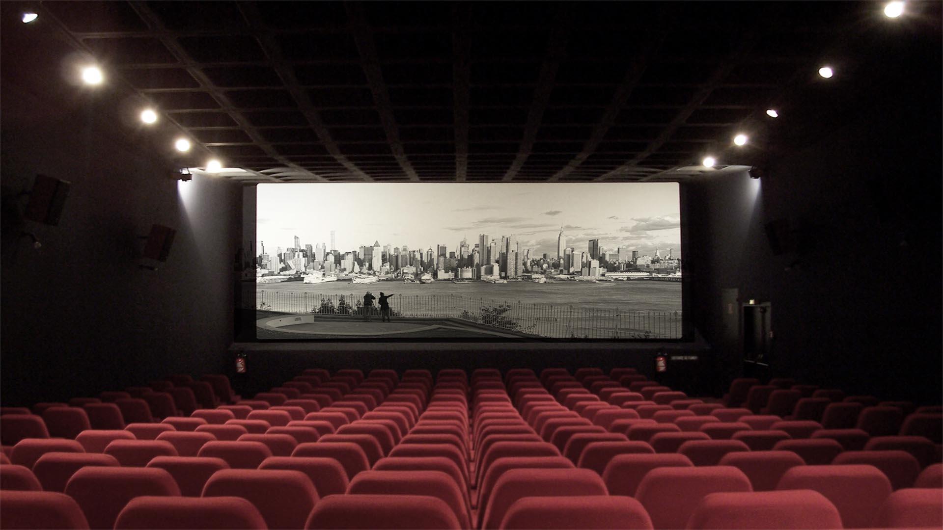 Andiamo al cinema stasera noi siamo futuro - Fotos de salas de cine ...